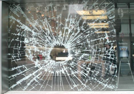 apple store fake broken glass
