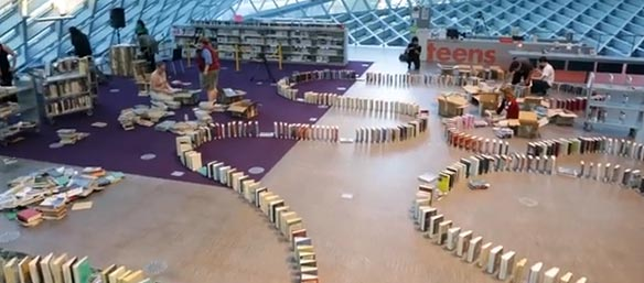 efecto-domino-libros-bibliteca-seattle