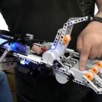 Diavo-Voltaggio-mano-robotica-lego
