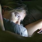 revisar-el-telefono-antes-de-dormir-01